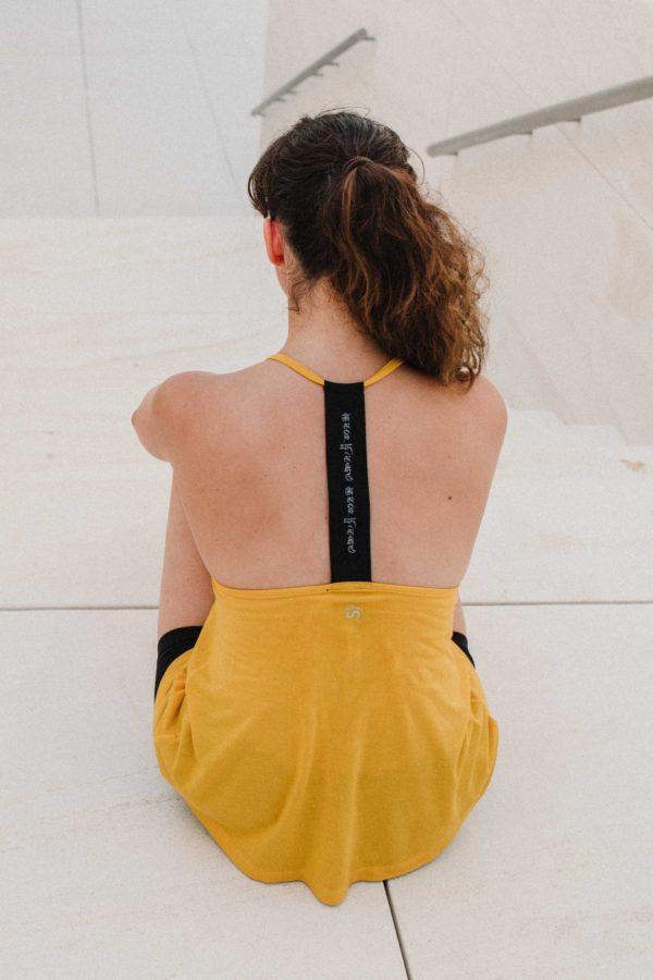 Žluté tílko